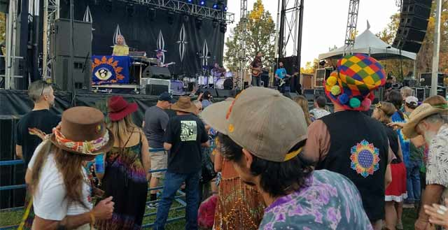 Hangtown Music crowd
