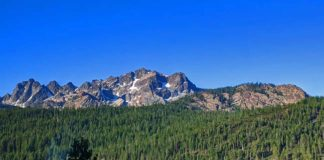 Sierra Buttes in Lakes Basin